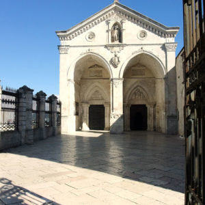 Santuario di San Michele Arcangelo - Foto di Nikater, licenza CC-BY-SA-3.0, da Wikimedia Commons